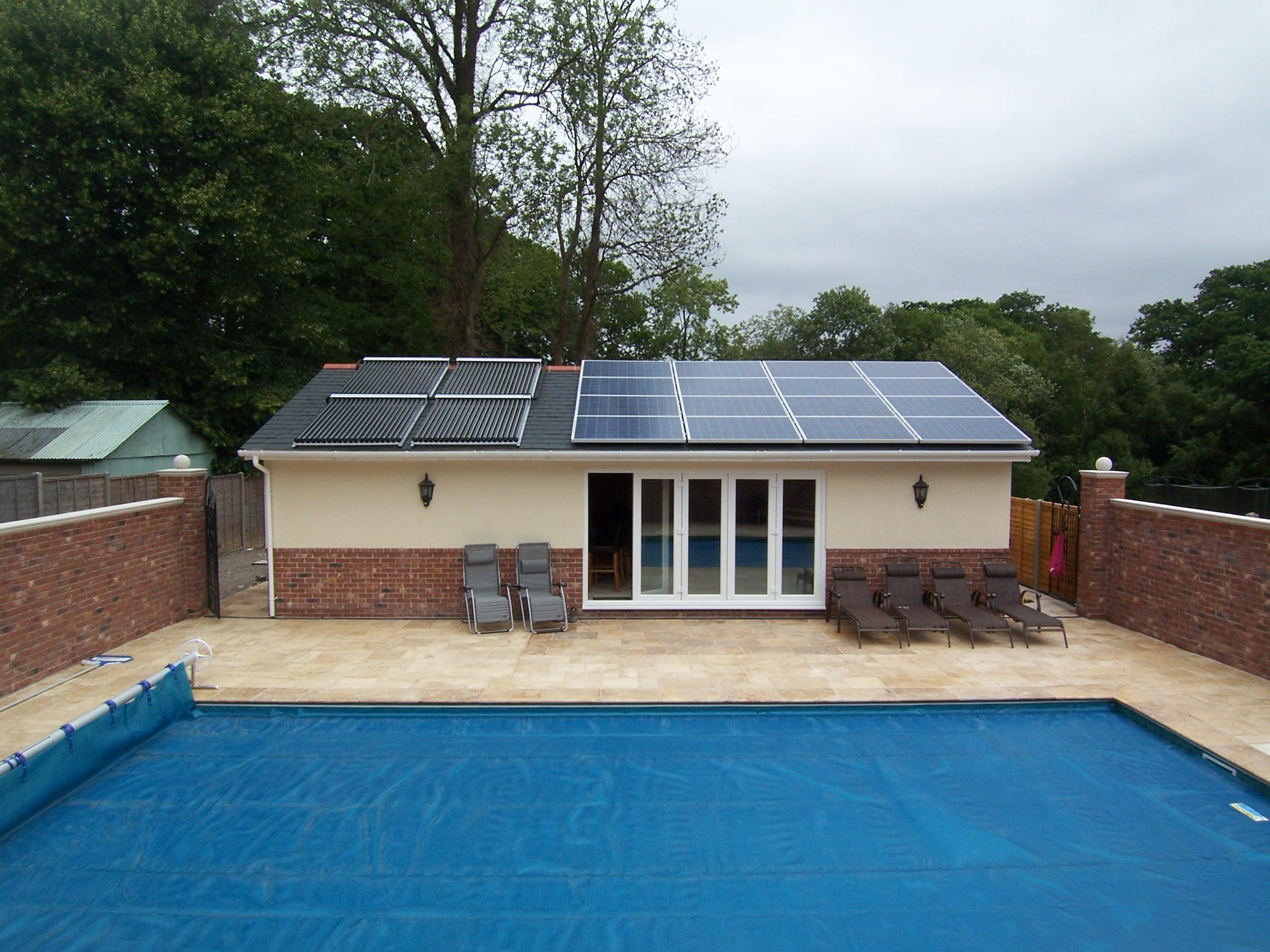 Солнечные коллекторы для нагрева воды в бассейне