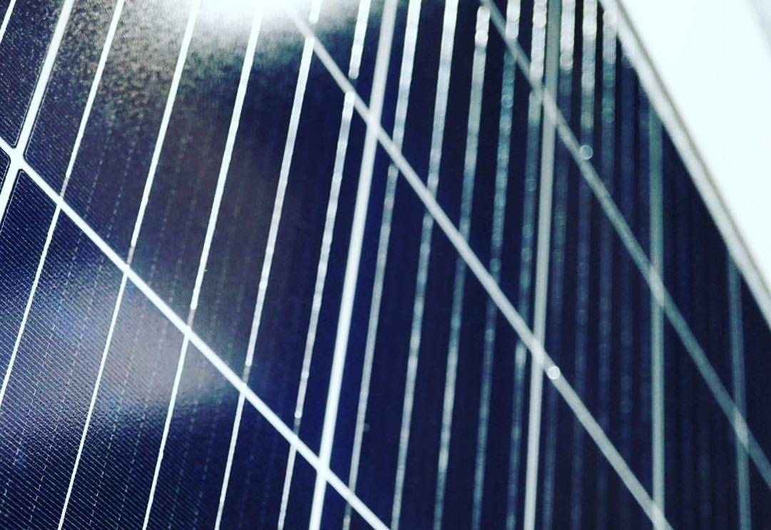 JinkoSolar достигли показателя 469,3 Вт для монокристаллической солнечной батареи